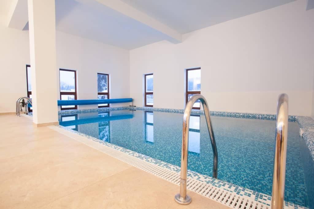 pensiuni cu piscina interioara