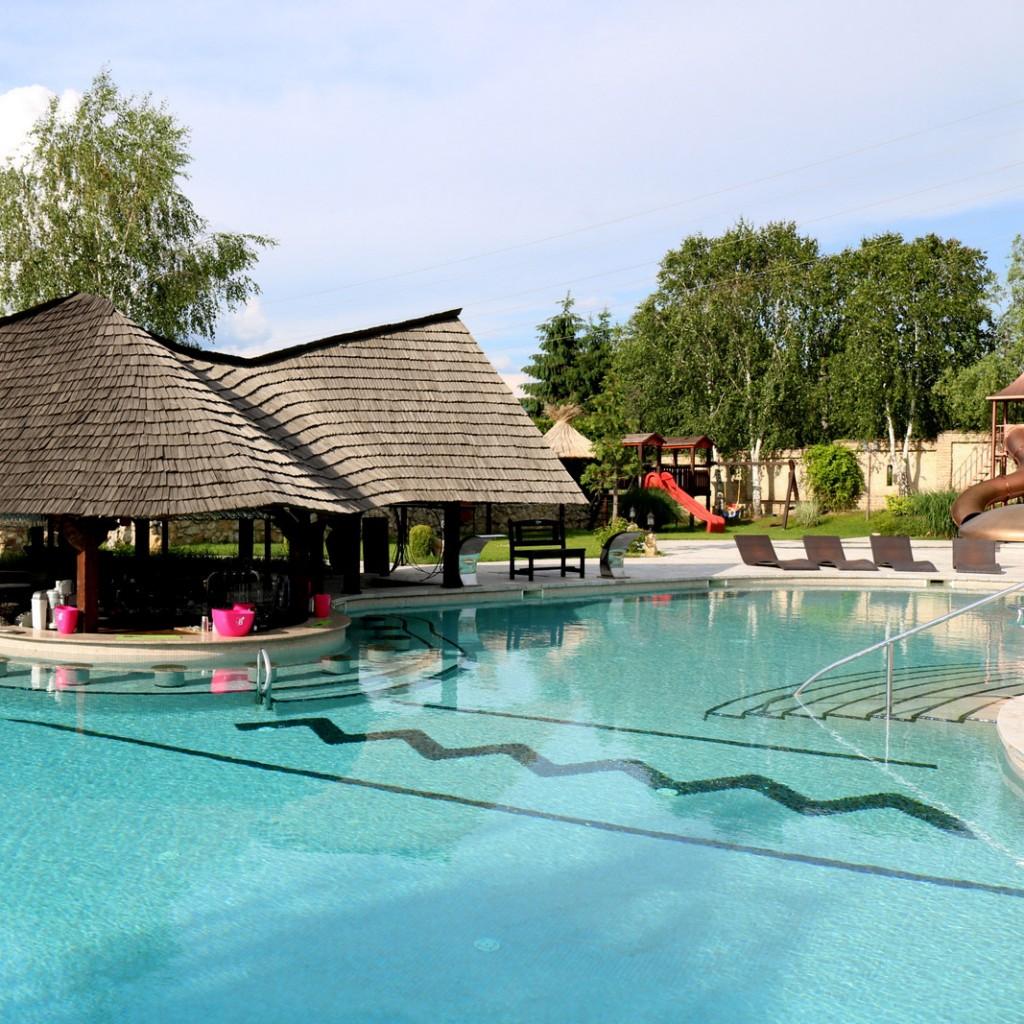 pensiune cu piscina exterioara